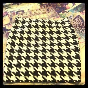 Never been worn Candies size S houndstooth skirt!